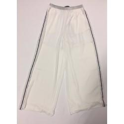 Losse broek in witte kleur met zilvere streep